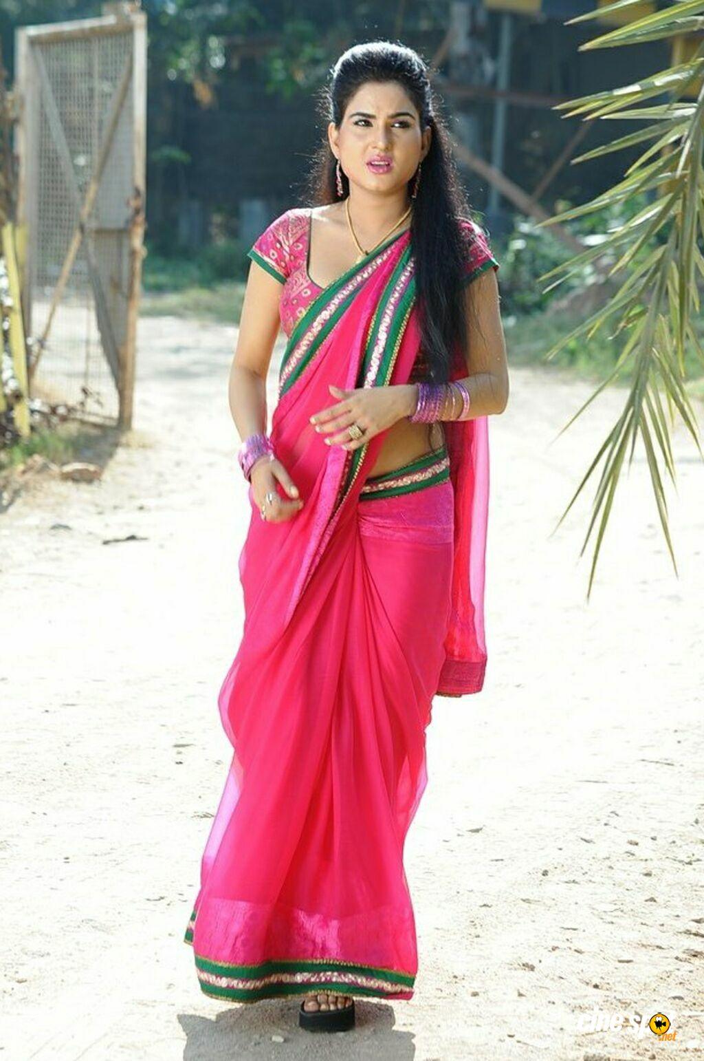 South Actress In Hot Sarees 1024x1542 Wallpaper Teahub Io