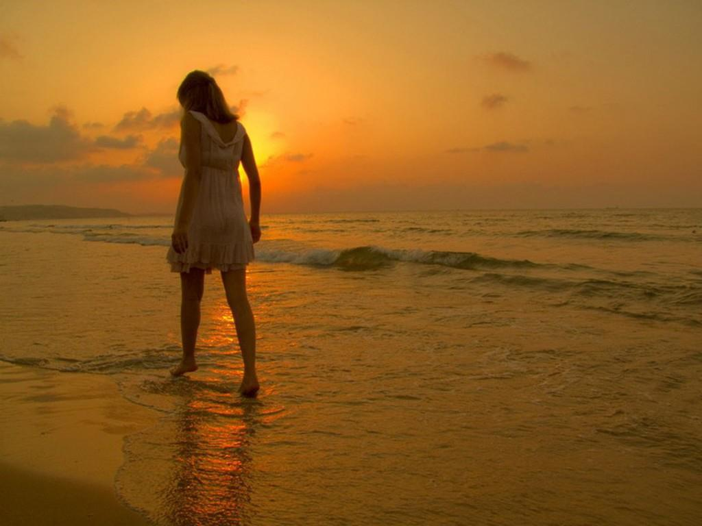 Alone, Girl, And Sea Image - Alone Love Failure Quotes - HD Wallpaper