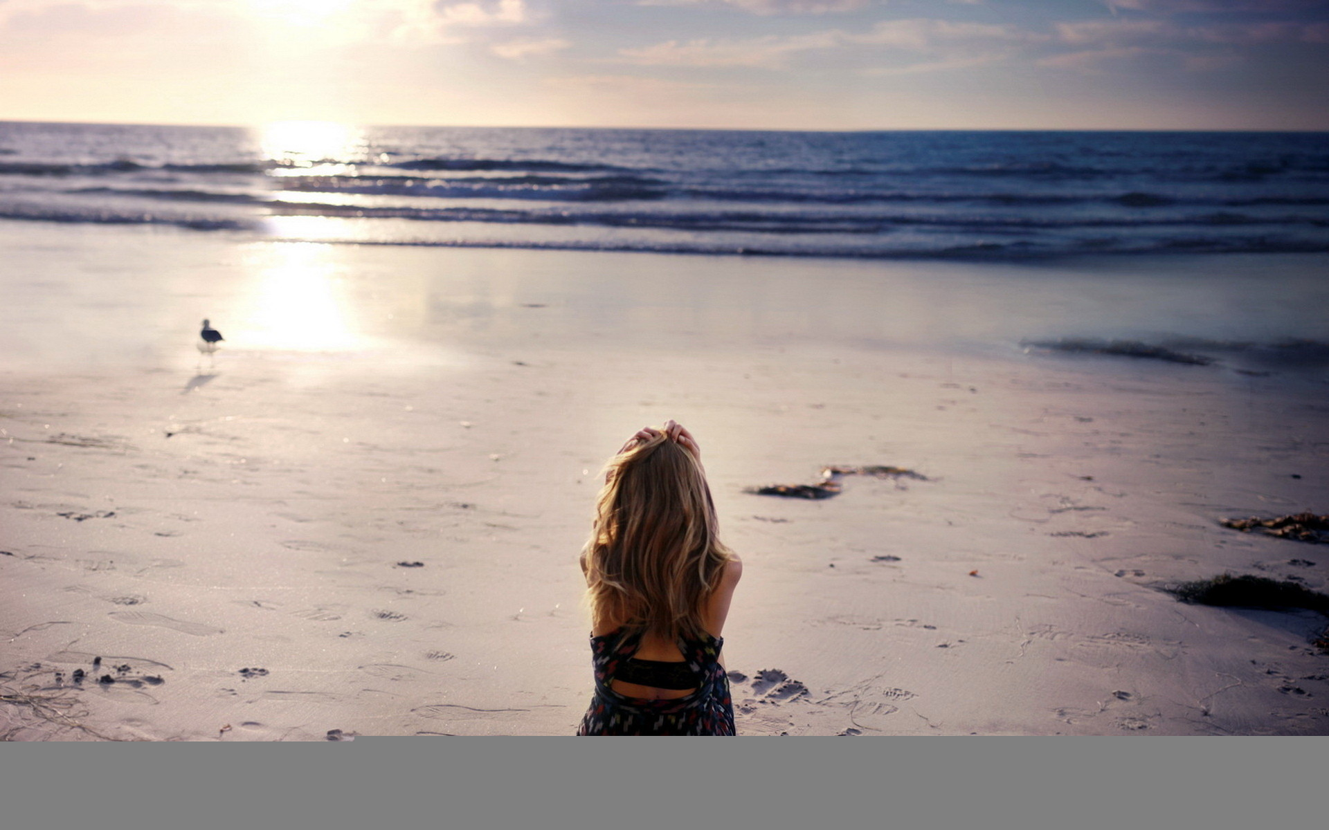 Sad Girl Wallpapers   Data Src Sad Wallpapers For Ios - Alone Girl In The Beach - HD Wallpaper