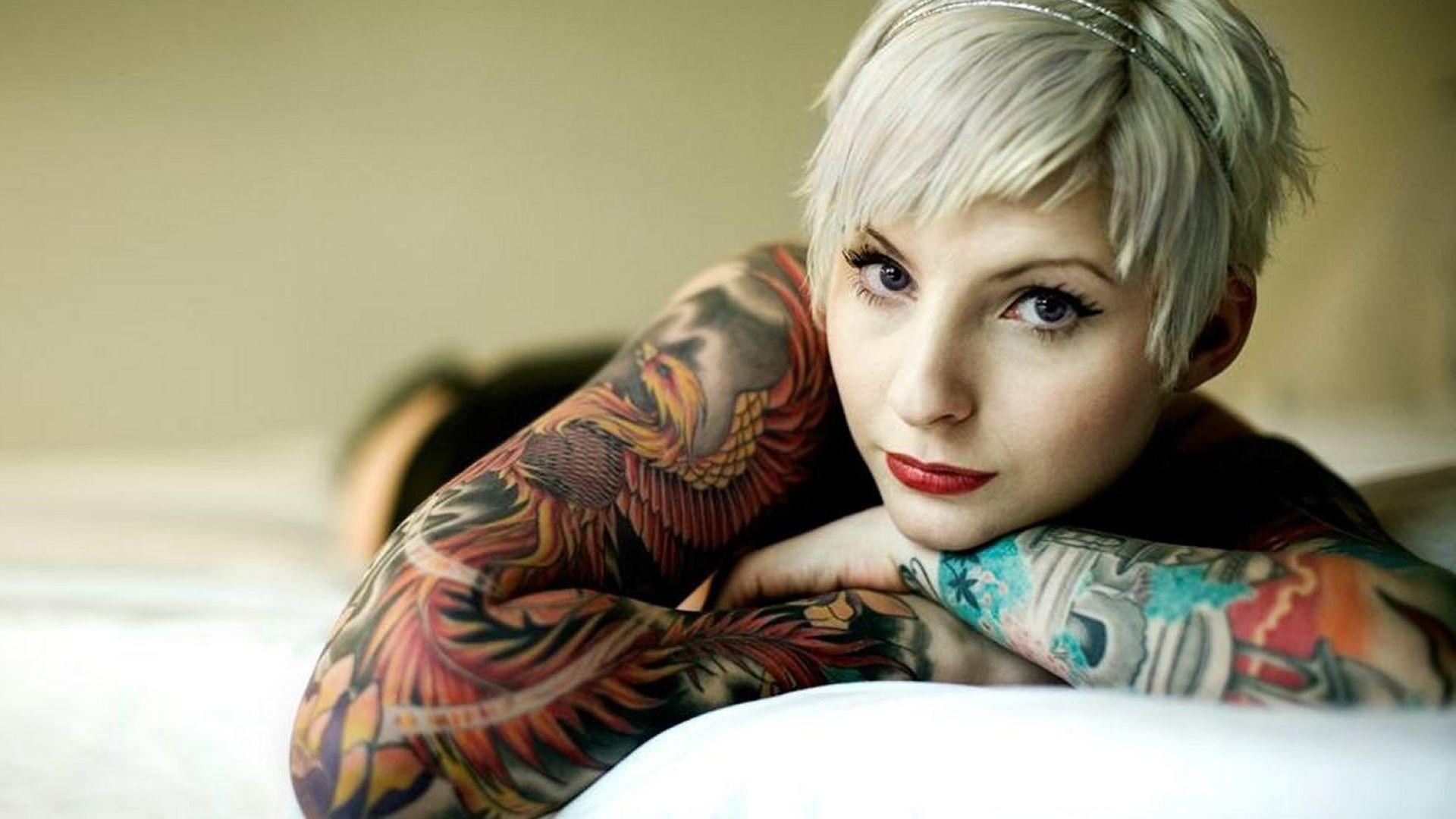 Tattooed Girl 1920ã—1080 Wallpaper - Suicide Girl Short Hair - HD Wallpaper