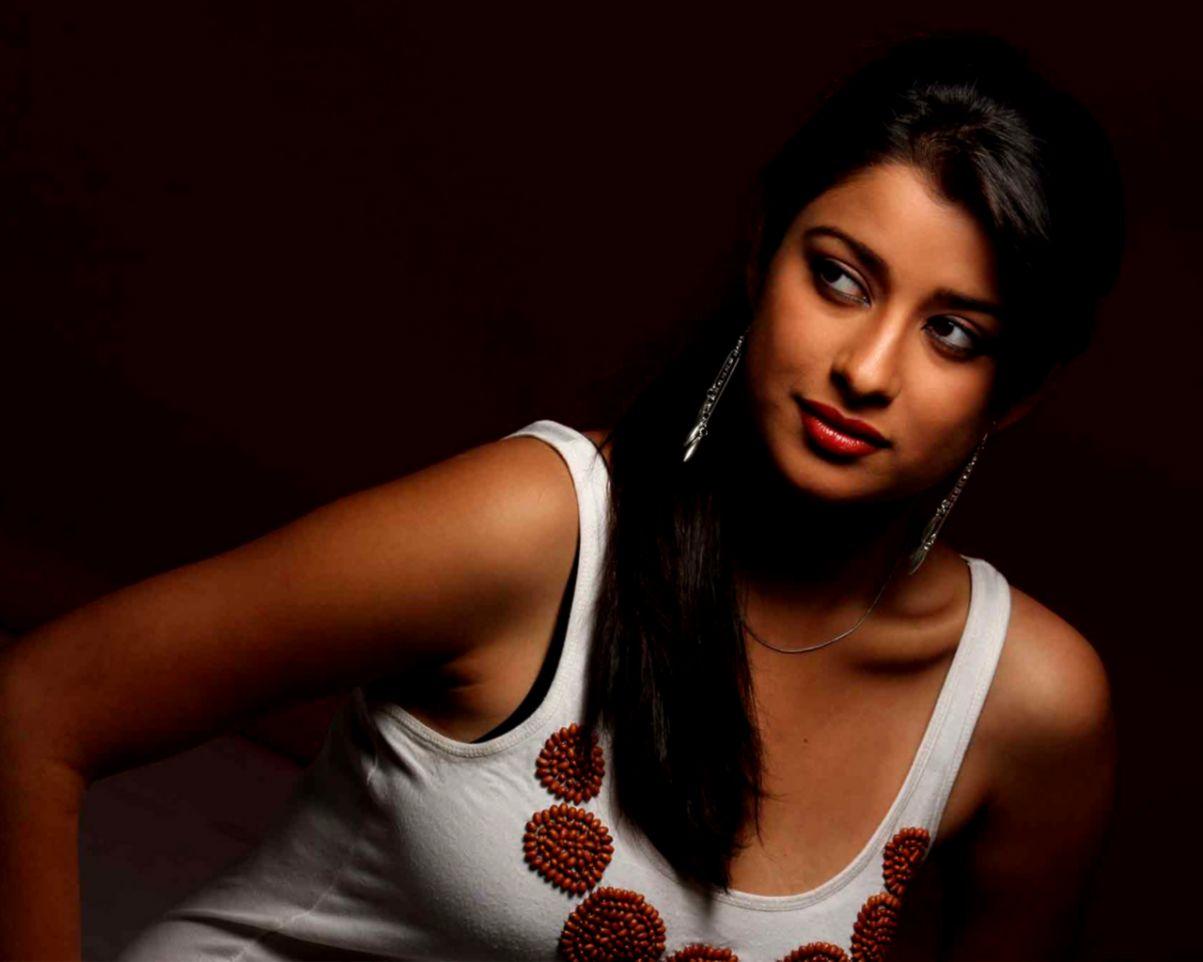 Hot Beautiful Indian Girl Hd Wallpaper Daily Health - Girl Beautiful Hot Woman - HD Wallpaper