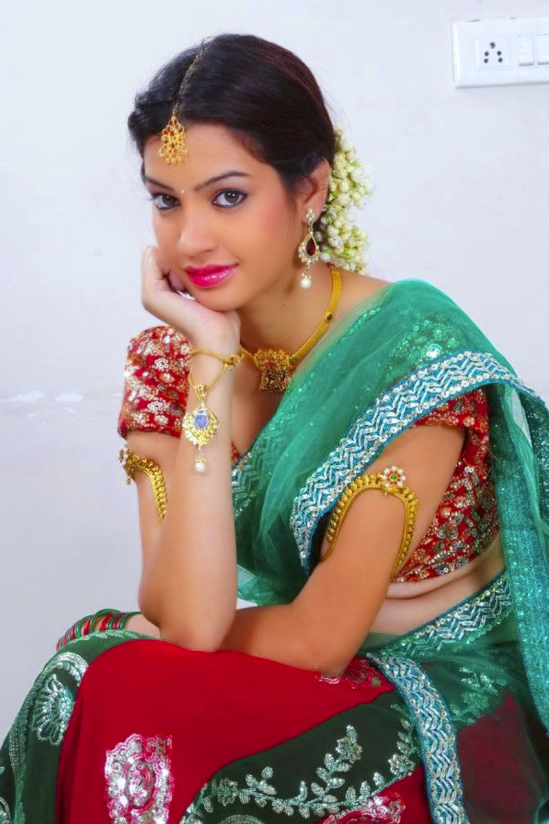 Indian Actresses In Saree 800x1200 Wallpaper Teahub Io