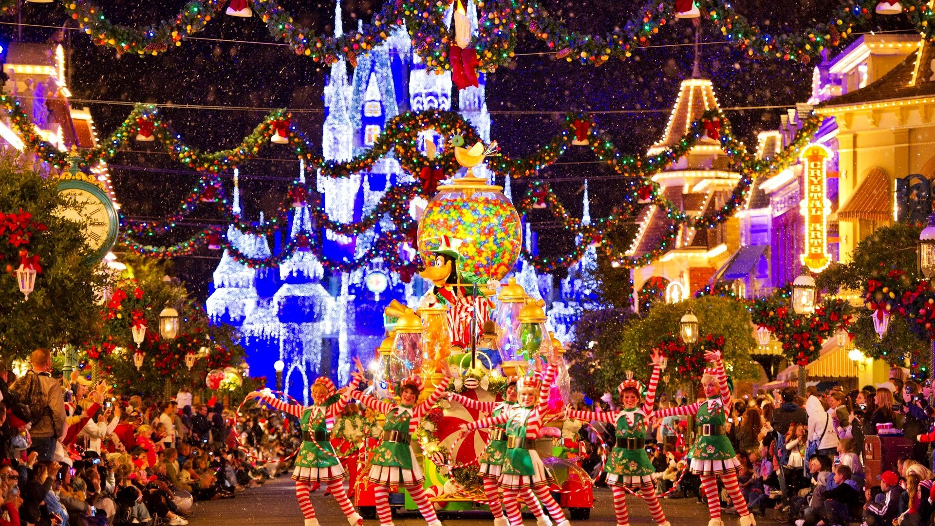 55 557391 disney christmas wallpapers free download christmas disneyland wallpaper