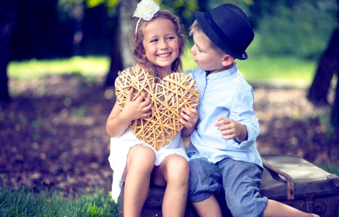 Portrait Of Cute Couple Of Small Kids - Cute Couple Pic Hd - HD Wallpaper