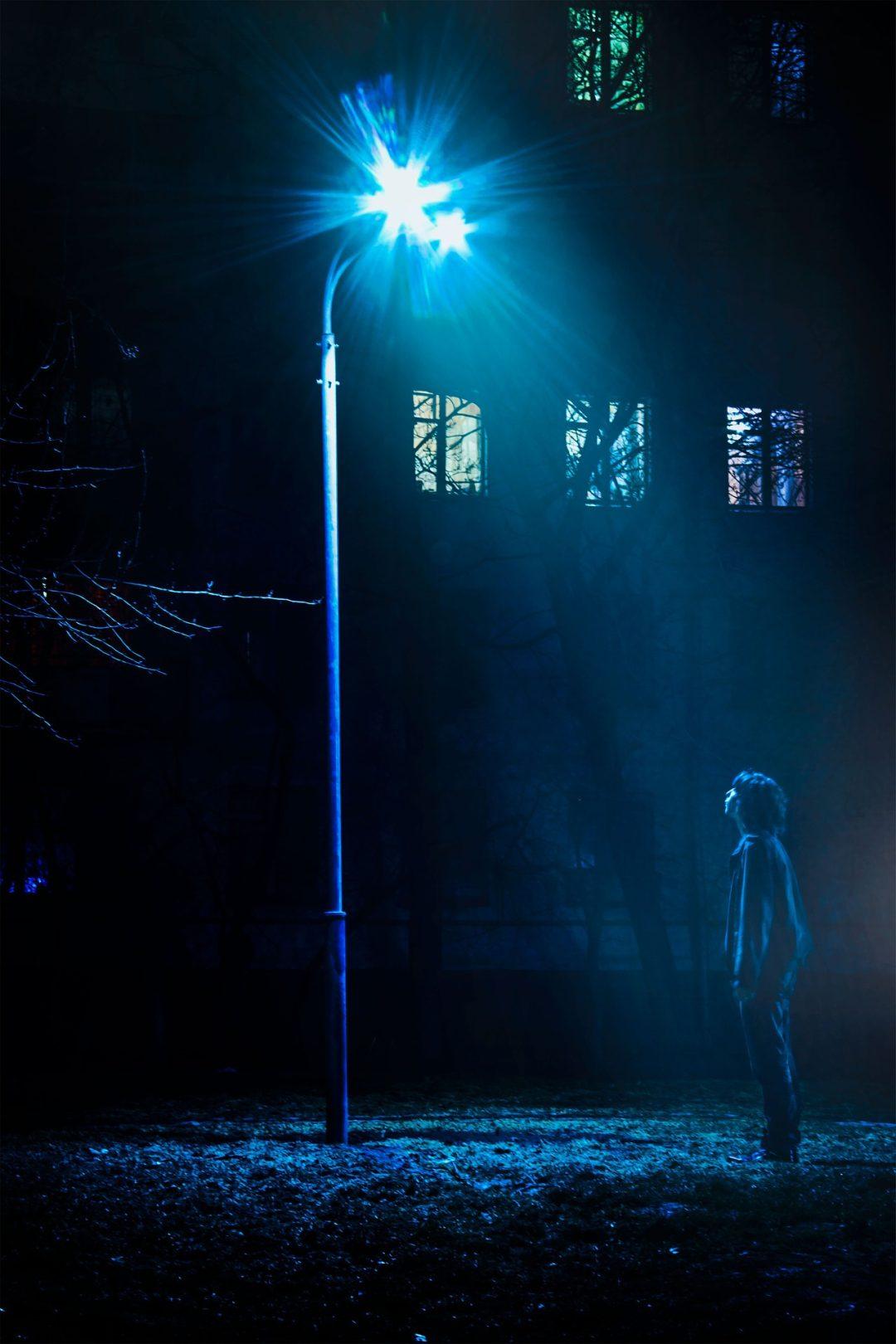 Boy Watching Street Light Wallpaper At Winter Night - Boy In Street Light - HD Wallpaper