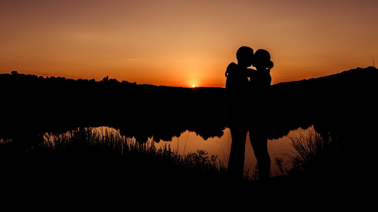 Romantic Sunset Wallpaper Hd - HD Wallpaper