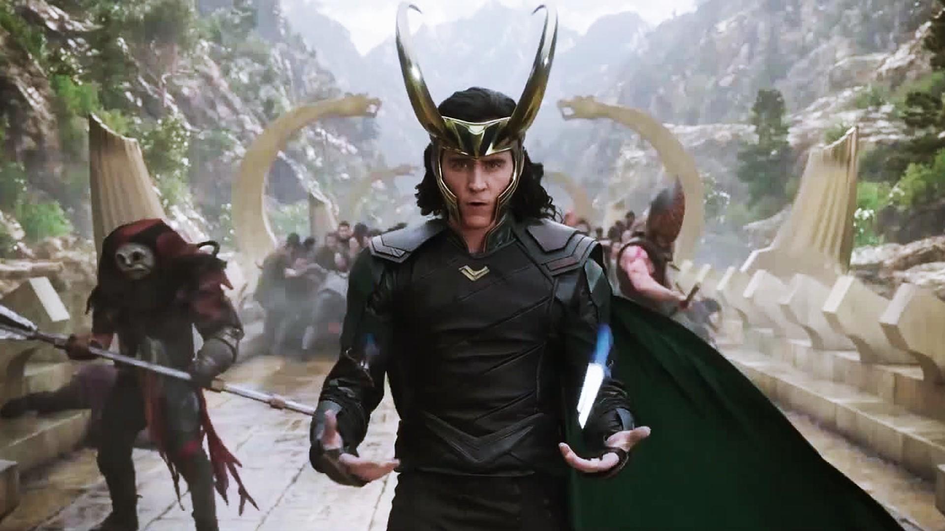 Tom Hiddleston As Loki In Thor Ragnarok Wallpaper - Tom Hiddleston As Loki In Thor Ragnarok - HD Wallpaper