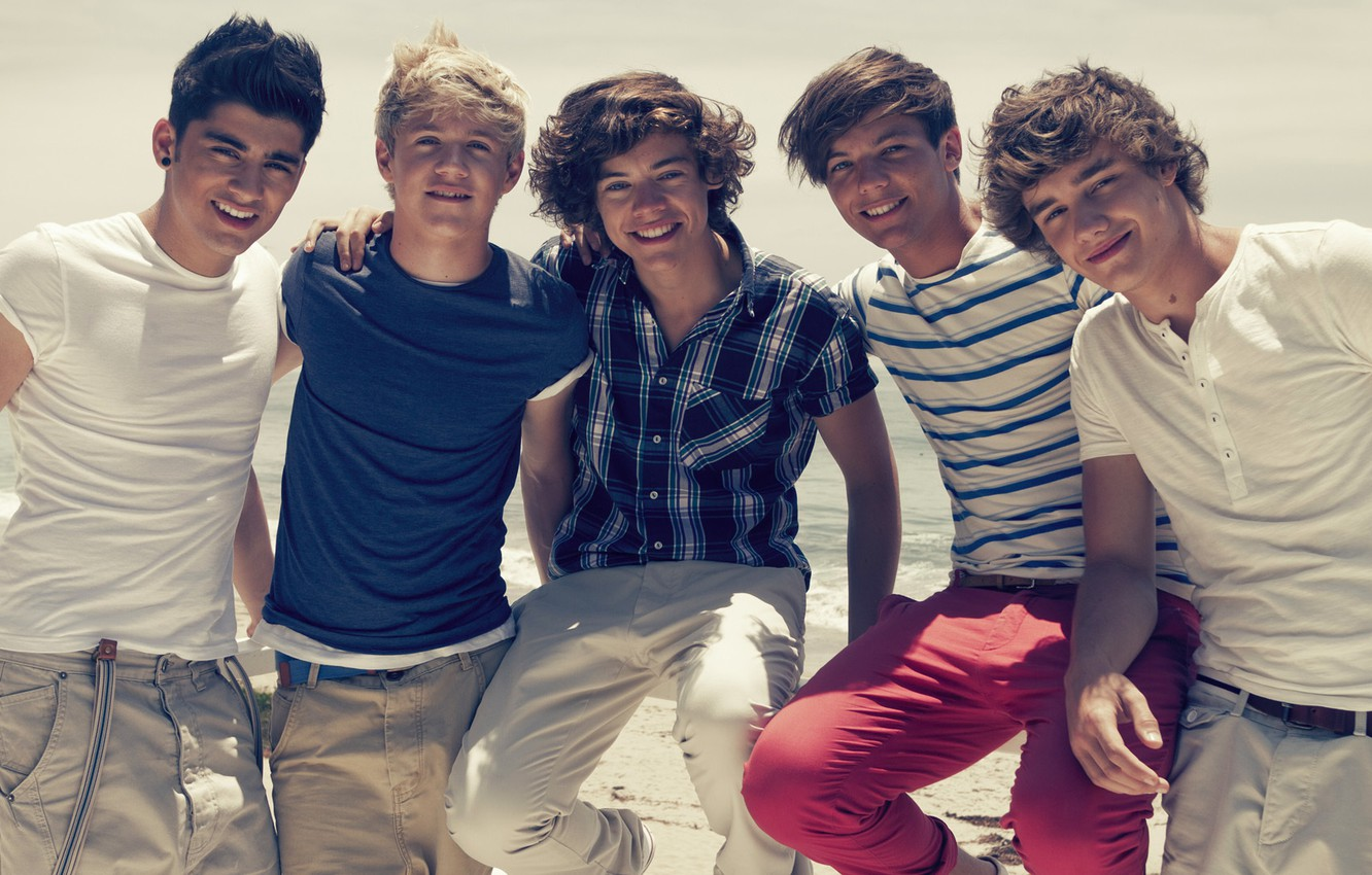 Photo Wallpaper Group, Harry Styles, One Direction, - One Direction On The Beach - HD Wallpaper