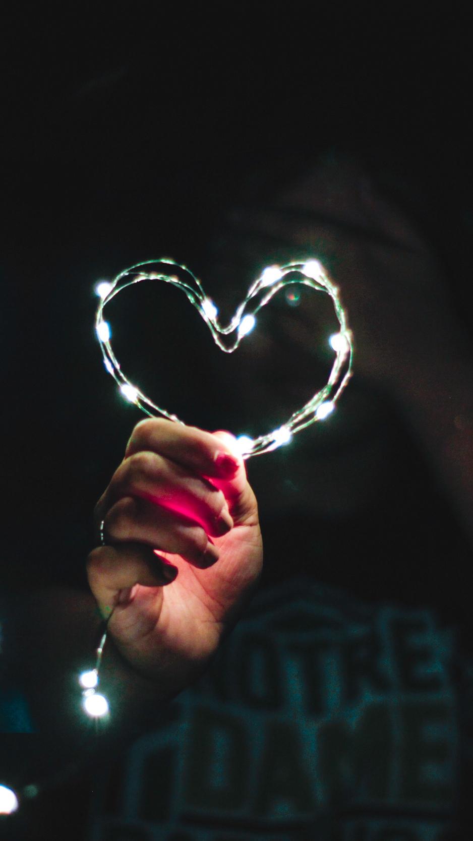 Wallpaper Heart, Hand, Light, Glitter, Glare - Iphone Heart Images Wallpaper Hd - HD Wallpaper