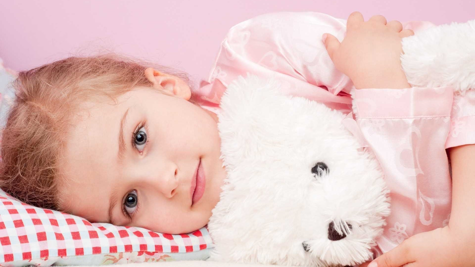 Cute Teddy Bear Wallpaper With Image Resolution Pixel - Little Girl With Teddy Bear Wallpaperup - HD Wallpaper