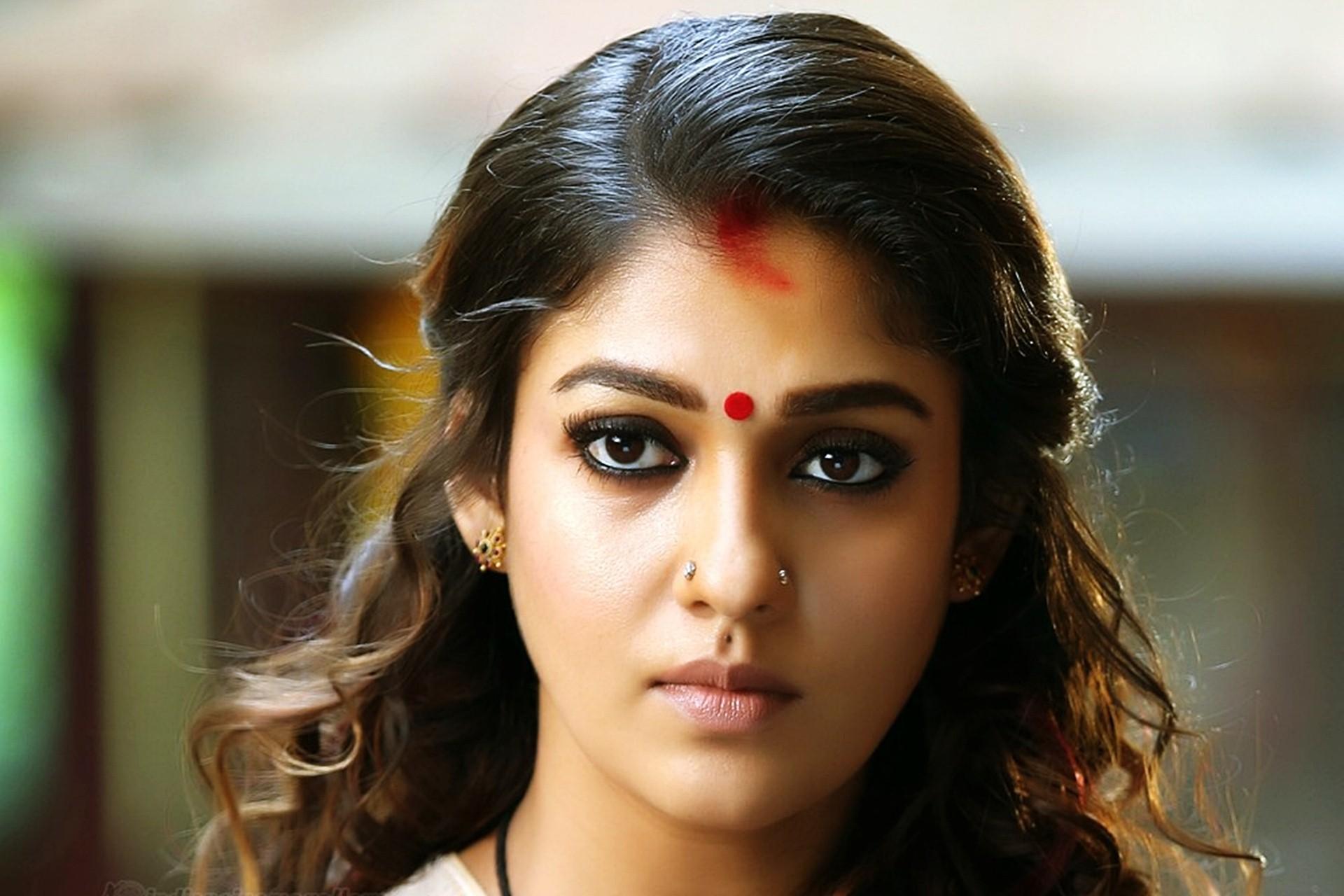 Nayanthara Actress Wallpaper - Nayanthara Hot In Puthiya Niyamam - HD Wallpaper