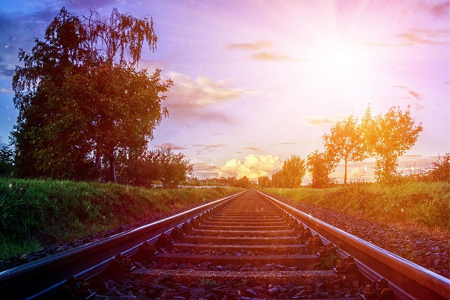 Train Rail In Between Grass Field, Gleise, Railway - Background Rel Kereta  Api Hd - 910x607 Wallpaper - Teahub.io