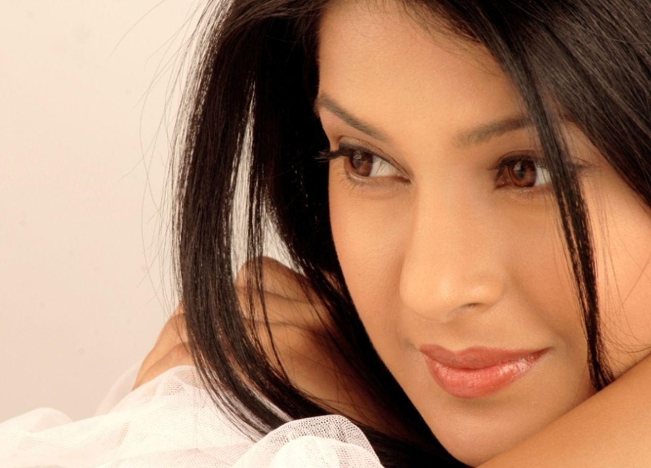 Full Hd Wallpapers Bollywood Actress Jennifer Winget 1280x920 Wallpaper Teahub Io