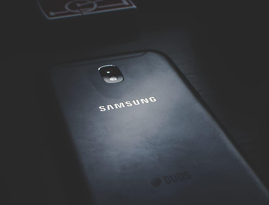 Close Up Photo Of Black Samsung Phone 4k Wallpaper Samsung 910x694 Wallpaper Teahub Io