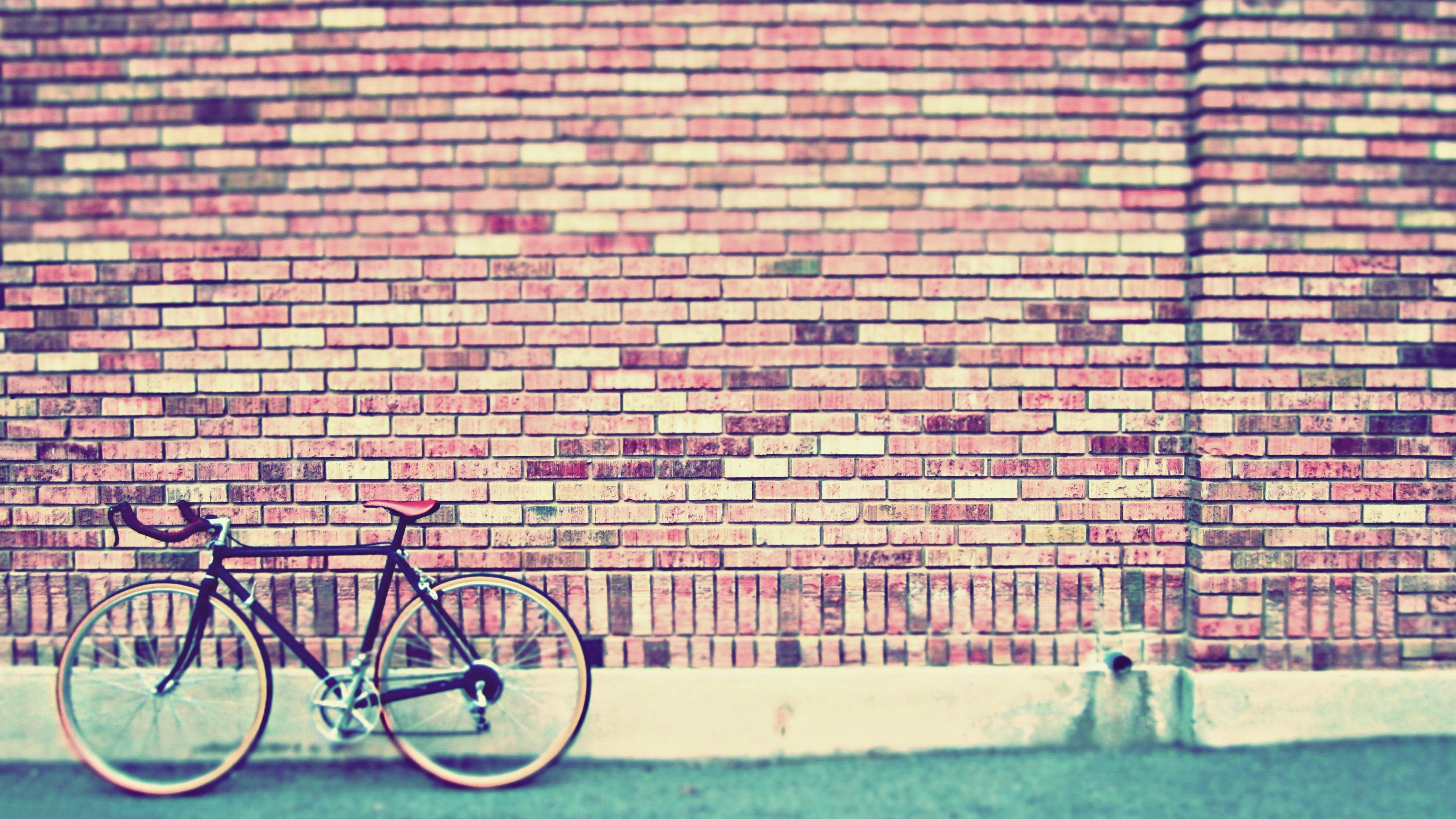 Retro Bike On Wall Wallpapers Hd / Desktop And Mobile - Vintage Desktop Backgrounds - HD Wallpaper